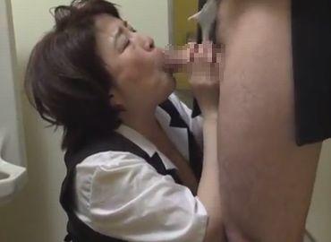 50代事務職系の熟女が社内トイレでおまんこを犯される無料裏ビデオ