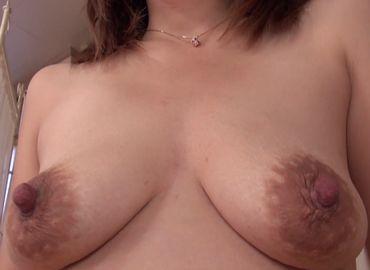 デカ乳輪の素人熟女が他人の男性で性欲を満たす無料jyukujyo動画