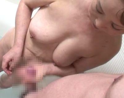 【本物母子相姦エロ動画】2人の息子の性欲を自らの身体で処理する母親!