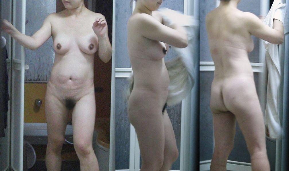 【塾女性誌40歳 体型画像】お風呂でくつろぐ奥様達のだらしない身体がエロ過ぎる1