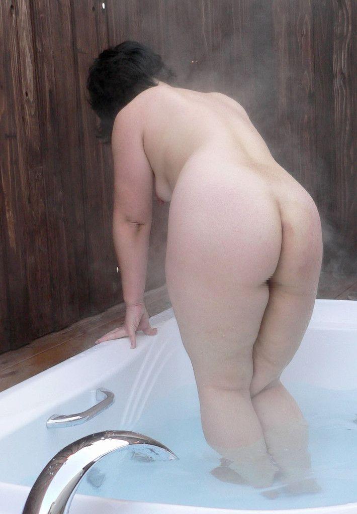 【塾女性誌40歳 体型画像】お風呂でくつろぐ奥様達のだらしない身体がエロ過ぎる2