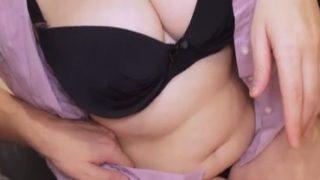 トモダチンポで激しく突かれ贅肉が波打つ熟女の体
