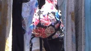 派手な下着の妻画像