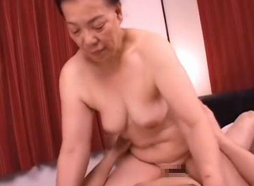 若い男に抱かれてみたいおばさんとセックスを体験してみたアダルト動画
